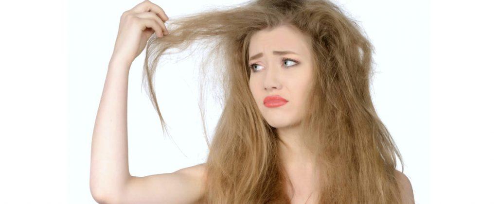 Comment se débarrasser des cheveux secs avec de l'huile essentielles ? Comment les rendre plus brillants ? Protéger ses cheveux avec des huiles naturelles bio recettes beauté naturelle pour cheveux. CHEVEUX SOYEUX DOUX;.